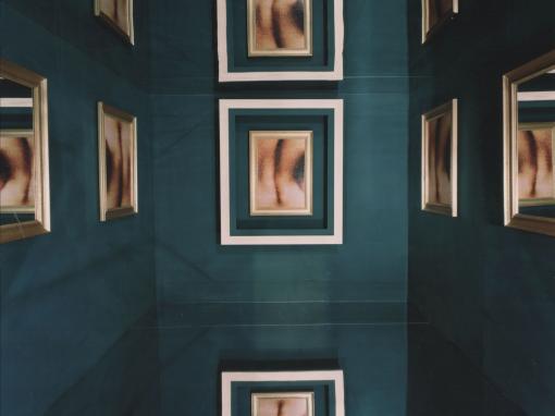 Cabine aux miroirs                                                       Olga Korper Gallery  FIAC